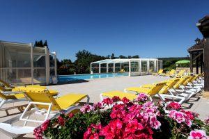 La piscine est à 28 degrés et elle est couverte suivant le temps : Venez donc en profiter !